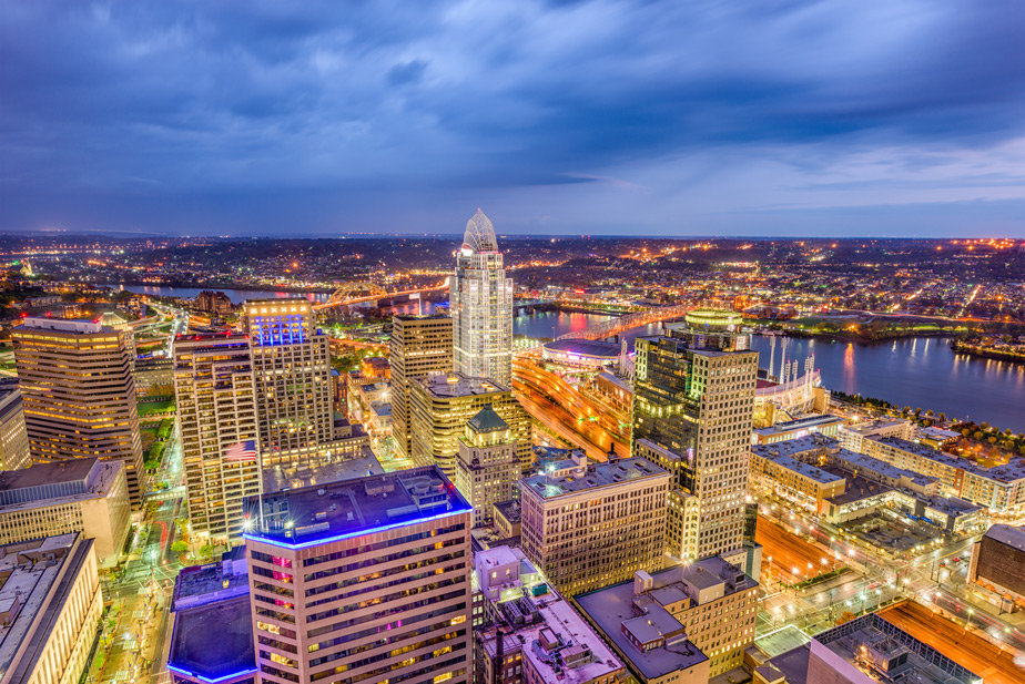 Cincinnati-Ohio-USA-skyline-from-above-at-dusk