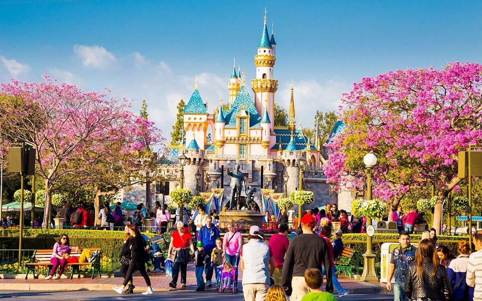 Disneyland-Main-Street-Anaheim-California