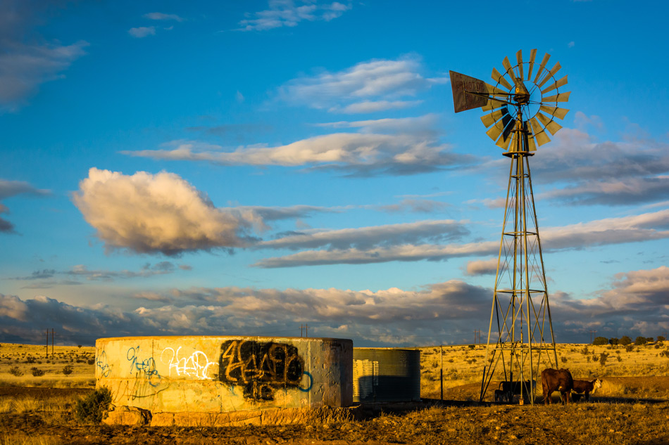 Windmill-on-a-farm-near-Albuquerque-New-Mexico