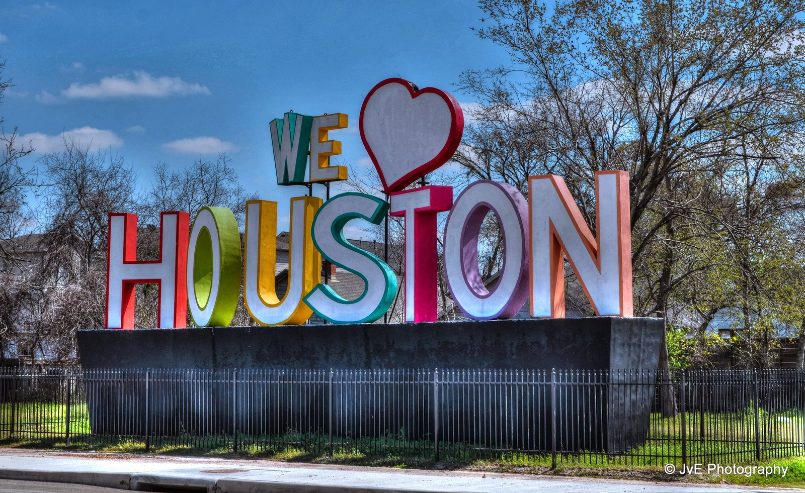 we-heart-houston-statue